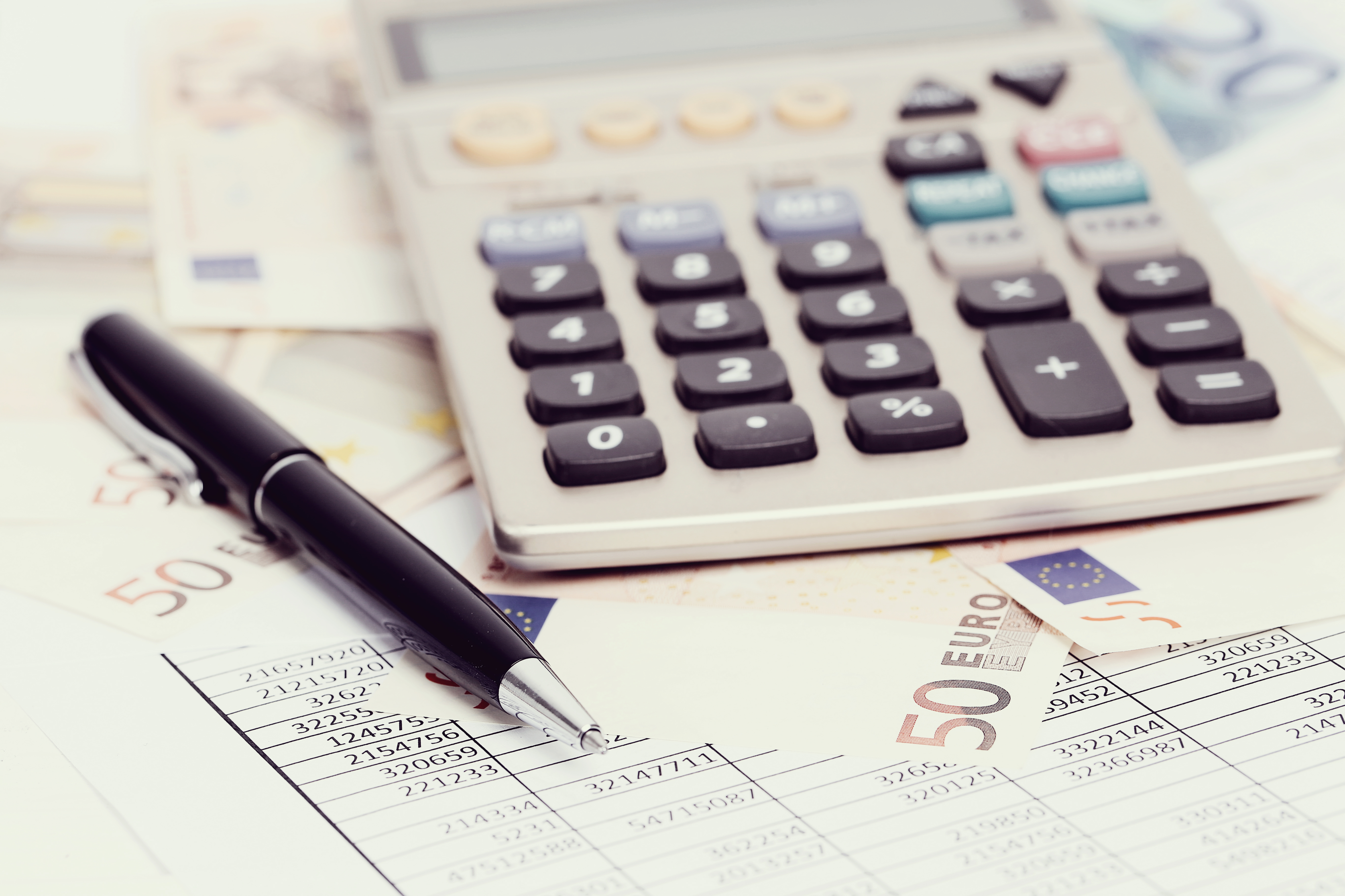 Φορολογικοί έλεγχοι και παραγραφές   Καταγγελίες Λογιστών – Φοροτεχνικών για πίεση που ασκείται στους Ελεγκτές από τους υψηλούς ποσοτικούς στόχους βεβαίωσης και είσπραξης εσόδων που έχουν τεθεί στις υπηρεσίες τους, με βάση τα Επιχειρησιακά Προγράμματα της ΑΑΔΕ